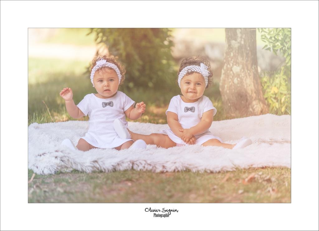 bébé jumelles